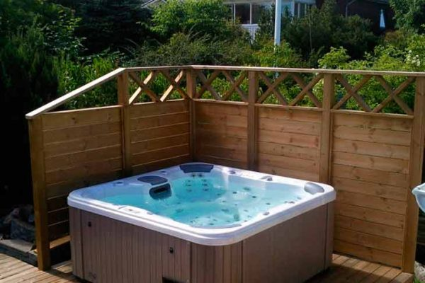SpaChoice Spa On Deck With Fence Screen