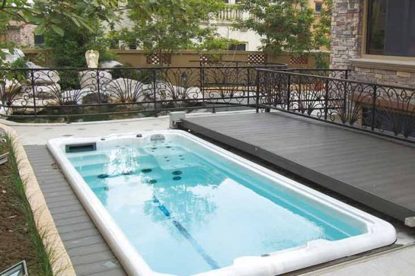 SpaChoice Beautiful Swim Spa In Deck With Electric Cover